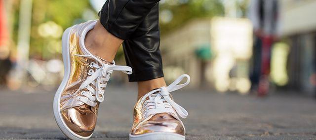 6bd75ef2d3405 Błyszczące buty damskie do eleganckiego płaszcza | WP abcZdrowie