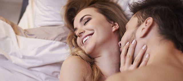 mężczyźni uprawiają seks analny z mężczyznami