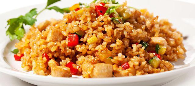 Kurczak Z Ryzem I Warzywami Przepis Skladniki Sposob