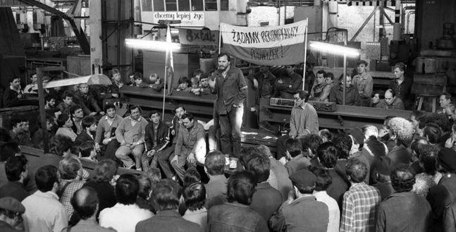 Strajk w hucie im. Lenina. Przemawia Mieczysław Gil. 4 maja 1988 roku