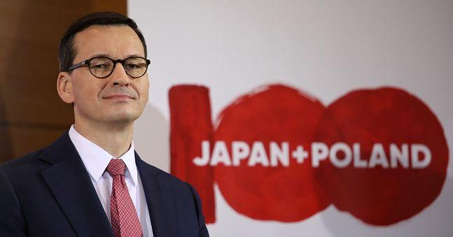 """Premier Mateusz Morawiecki. """"Plus"""" zapewne pojawił się przez przypadek. Tu ewidentnie potrzebny był znak równości"""
