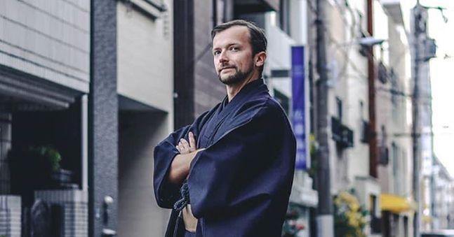Emil Truszkowski w ciągu jednej nocy stracił zlecenia od Polaków wybierających się wcześniej do Japonii