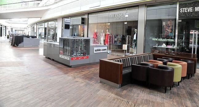 Od 14 marca galerie handlowe w większości są zamknięte. Mogą być otwarte wyłącznie sklepy spożywcze i punkty usługowe takie jak banki, pralnie