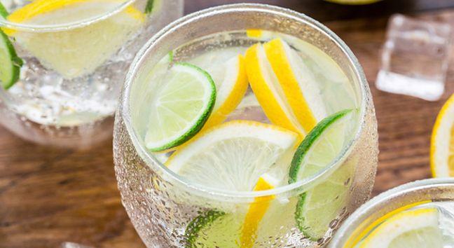 Woda z cytryną na czczo – efekty, jak przygotować, skutki uboczne - sunela.eu