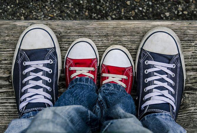 Nastolatki z dużymi butami