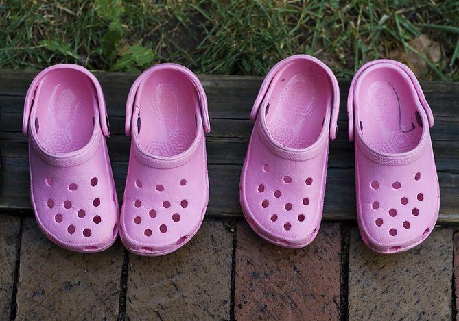 tak tanio szczegóły znana marka Popularne buty Crocsy zwiększają ryzyko zapalenia ścięgien ...