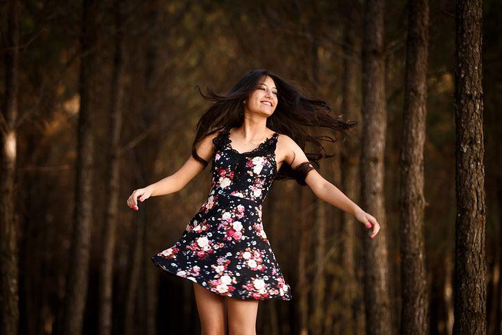 f437568ea94ca3 Letnie sukienki z kolorowym printem, które można nosić także jesienią | WP  parenting