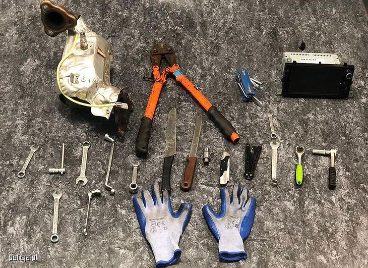 Do usunięcia katalizatorów wystarczą proste narzędzia.