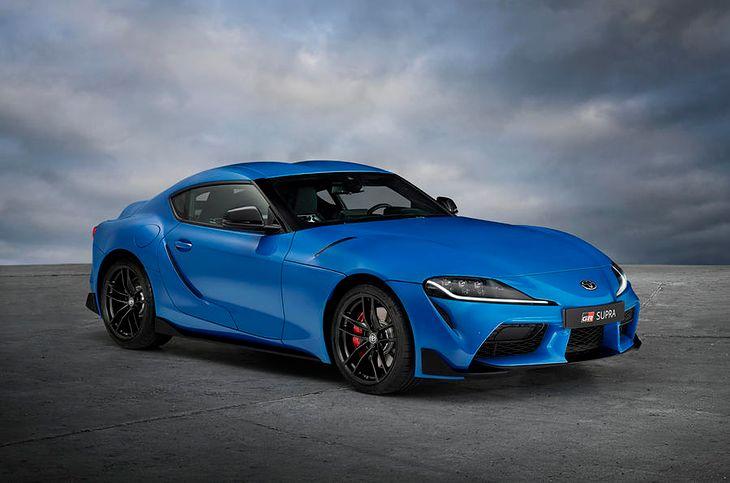 Niebieski stanowi ciekawą alternatywę dla popularnej czerwieni.