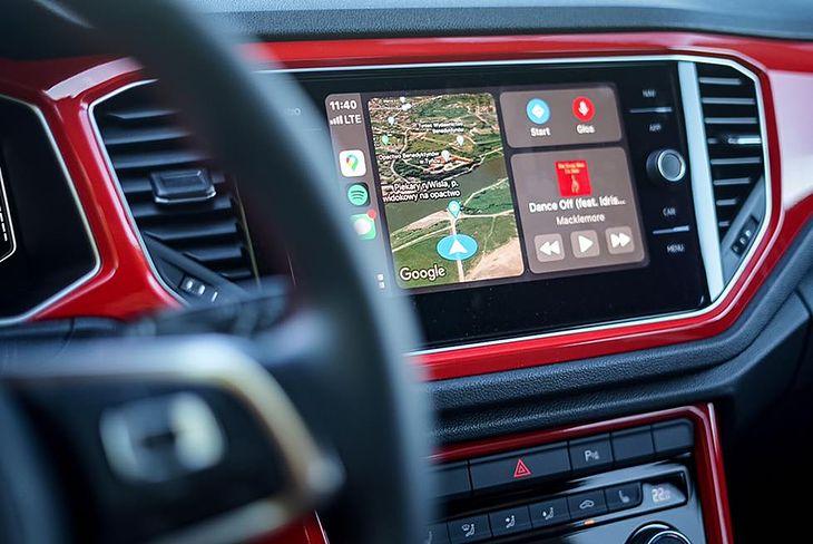 Google Maps na ekranie głównym interfejsu Apple CarPlay