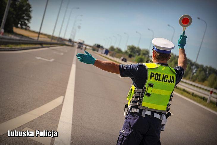 Obecnie policjant w pewnym sensie pełni funkcję sędziego, bo odbiera kierowcy prawo jazdy bez dalszego rozpatrywania sprawy