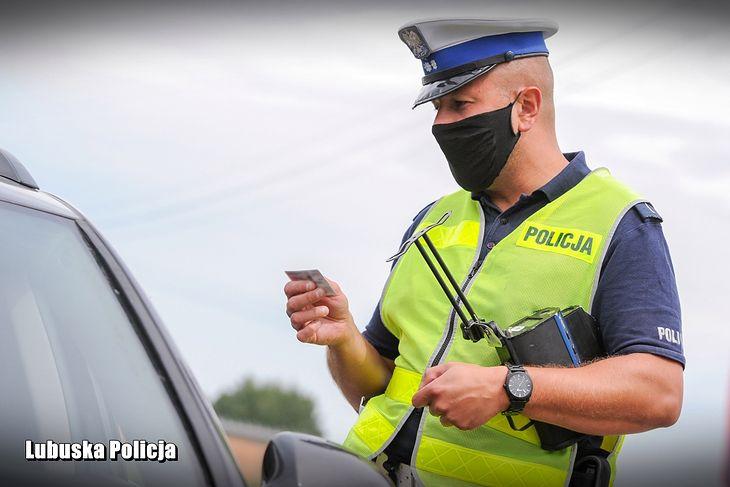 Od 1 grudnia mogą pojawić się nowe przepisy, w myśl których można stracić prawo jazdy za jedno z pięciu wykroczeń wobec pieszych.