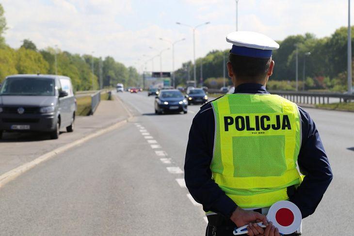 Mimo mniejszego ruchu i większej liczby obowiązków, policja nie rezygnuje z kontroli drogowych