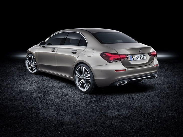 Zdaniem wielu Klasa A Sedan jest bardziej proporcjonalna od modelu CLA
