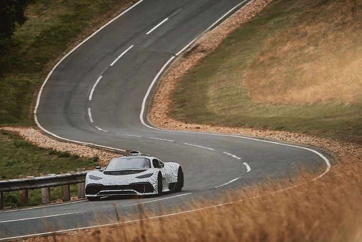 Prototyp Mercedesa-AMG One na drodze