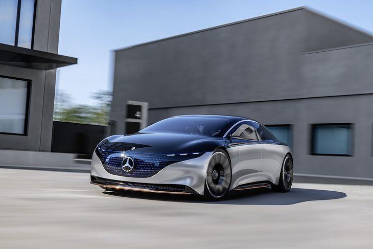 Koncepcyjny EQS prezentuje się futurystycznie. Czas pokaże, czy podobnie będzie z produkcyjnym modelem.