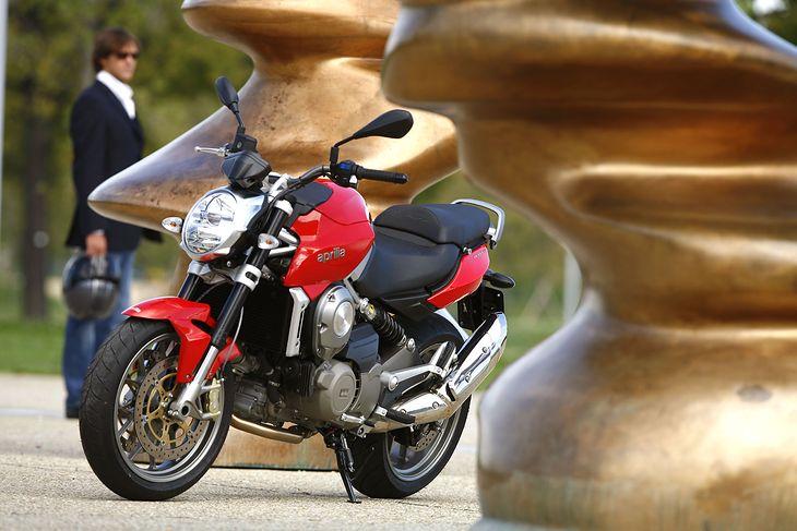 Motocykl Aprilia NA 850 Mana z automatyczną skrzynią biegów