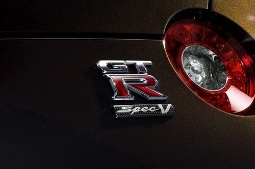 2011-Nissan-GT-R-SpecV-3