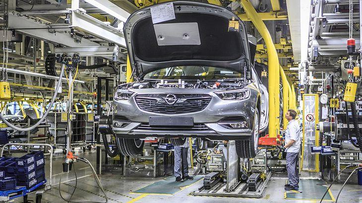 Fabryki Opla z każdym rokiem tracą kolejnych pracowników.