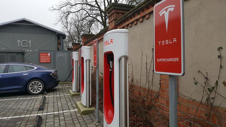 Ładowarki do samochodów marki Tesla