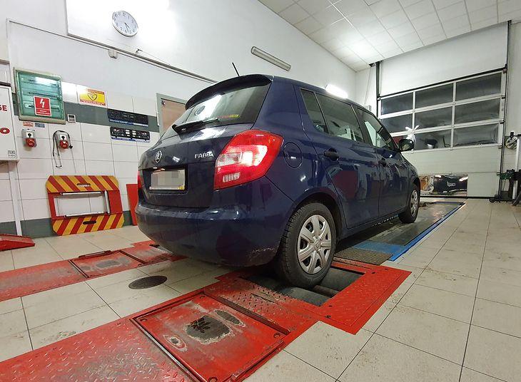 W starszych autach badanie techniczne należy wykonać raz w roku. Jeśli samochód ma instalację gazową, to niezależnie od wieku samochodu musi zjawić się na stacji diagnostycznej raz w roku.