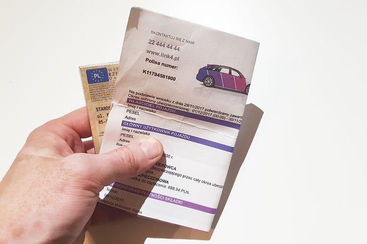 Polisa OC jak dowód rejestracyjny przechodzi automatycznie na nowego właściciela pojazdu. Co można z nią zrobić?