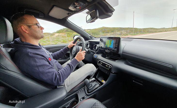 Wygodna pozycja za kierownicą sprzyja podróżom na dłuższym dystansie.