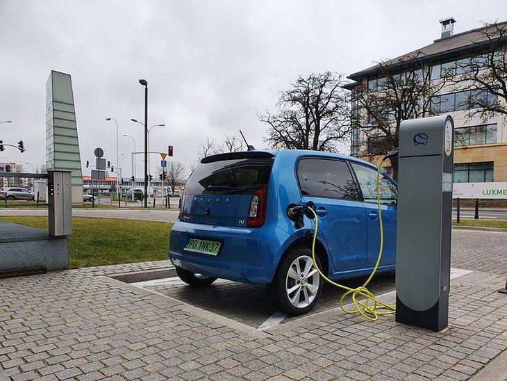 Polacy wciąż czekają na dawno zapowiadany program dopłat do aut elektrycznych