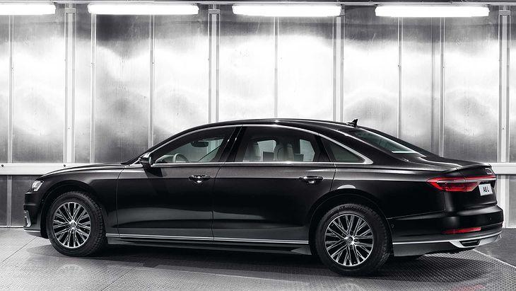 Na pierwszy rzut oka auto nie różni się od standardowej A8 L, ale nadwozie skrywa wiele tajemnic.