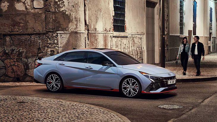 Design nie każdemu przypadnie do gustu, ale technicznie to świetny samochód.