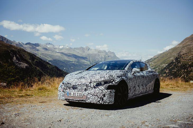 Mercedes-Benz EQS jeszcze w maskowaniu