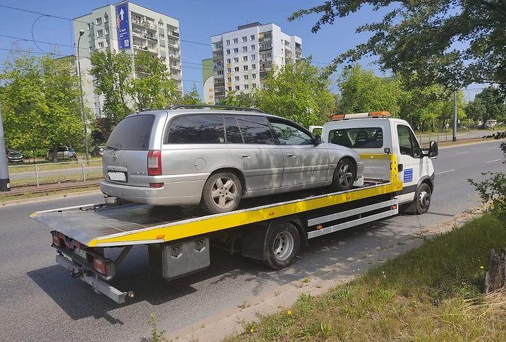 Samochód zatrzymanego kierowcy trafił na policyjny parking.