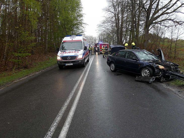 Do tego wypadku doszło 1 maja przed południem w Dziemianach. Ranna została kierująca fiatem, która czołowo zderzyła się z audi