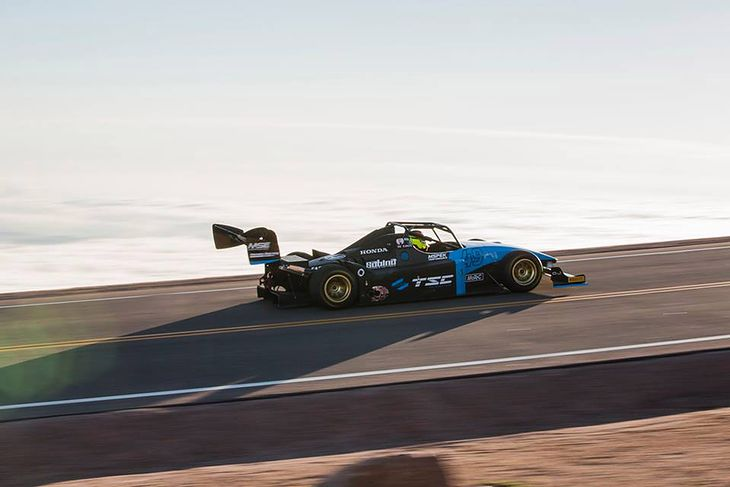 Bolid zwycięzcy tegorocznego Pikes Peak Robina Shute to Wolf TSC-Honda