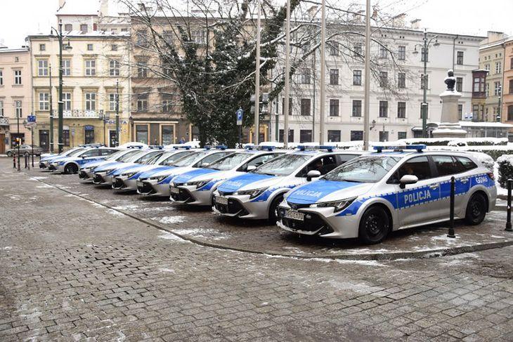 Hybrydowe Toyoty Corolle dołączyły do floty krakowskiej policji.