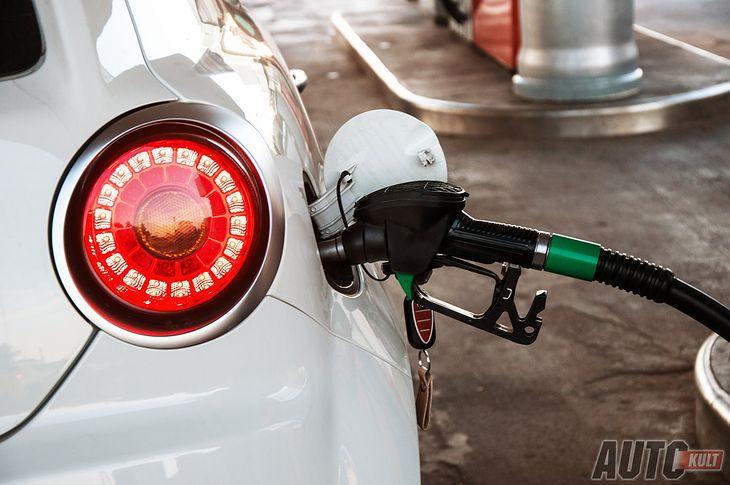 Masz dylemat czy lać benzynę Pb95 czy 98? Przynajmniej dowiedz się czym jest liczba oktanowa.