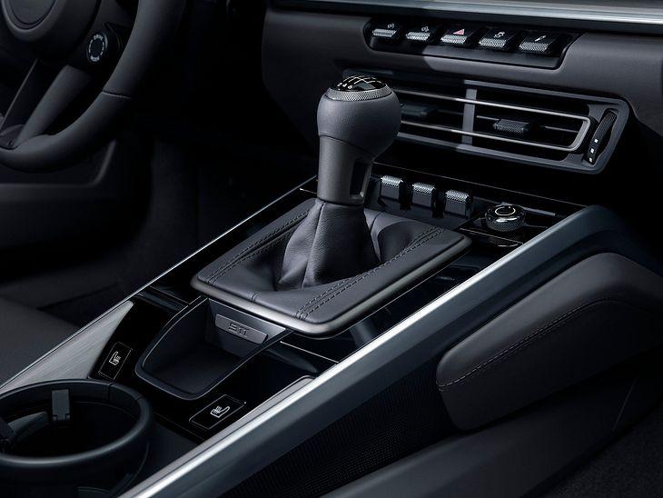 Choć automaty są bardzo popularne, wielu kierowców nie wyobraża sportowego auta bez klasycznego drążka.