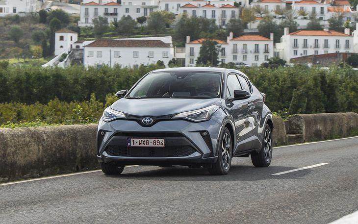 Crossover Toyoty podrożał na tyle, że odmiana spalinowa nie ma już żadnego sensu.