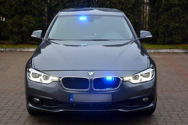 Niesamowite Kolejne nieoznakowane BMW rozbite. Policjantom wyjechał polonez FO77