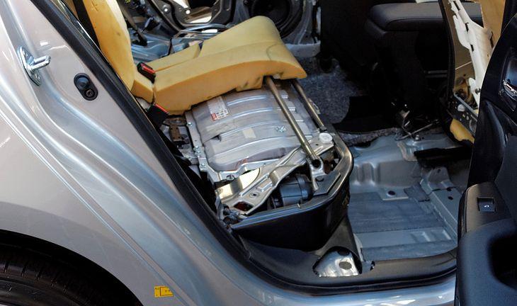 Hybryda plug-in z baterią nowego typu mogłaby przejechać bez spalania paliwa około 100 km