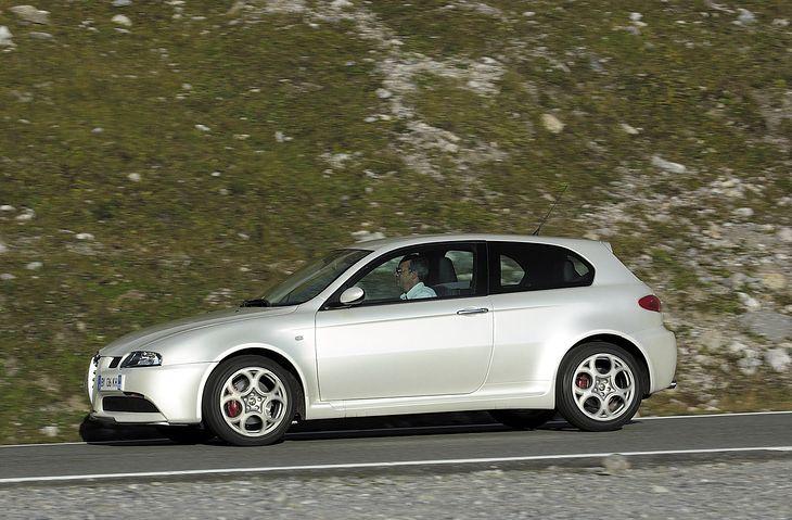 Alfa Romeo 147 GTA wyraźnie drożeje, bo niewiele aut pozostaje na sprzedaż.