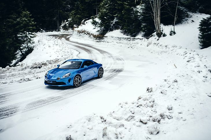 Alpine A110 na filmie reklamowym