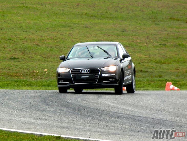 Audi A3 z Bridgestone Potenza Adrenalin RE002 w Ascari Race Resort