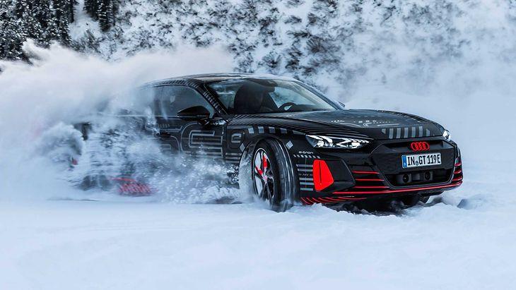 Quattro, śnieg i elektryczny napęd w całej okazałości.