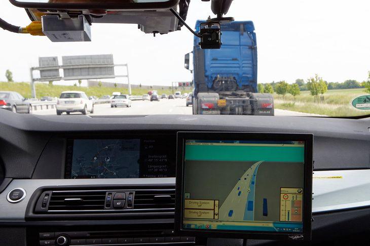 Technologia autonomicznej jazdy na autostradach działała już przed kilkoma laty. To jednak nie wystarczy
