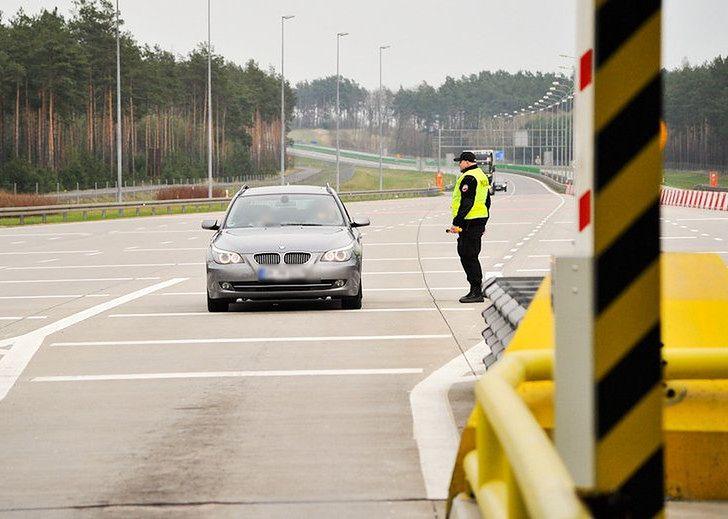 Dziś odstęp pomiędzy pojazdami pozostawiono zdrowemu rozsądkowi kierowców. Często to za mało