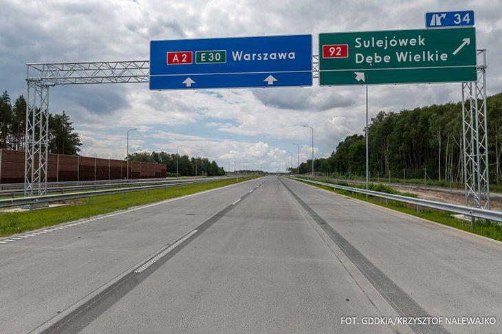 Wiele odcinków polskich autostrad zostało wybudowanych z unijnym wsparciem. Jak się okazuje, nie jest to przeszkodą do pobierania opłat za przejazd.