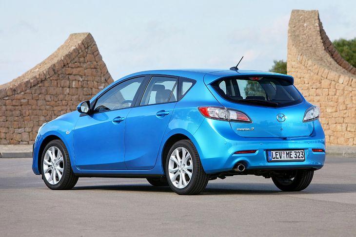 Mazda 3 BL to rozwinięcie koncepcji poprzedniczki BK, choć różnice w wyglądzie są znaczne.