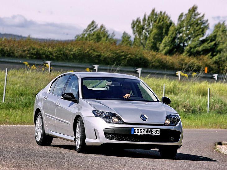 Właściwości jezdne wersji z systemem 4Control są rewelacyjne. Renault Laguna III to też tani w eksploatacji samochód.