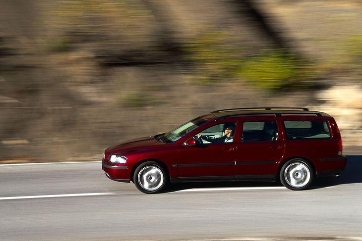 Volvo V70 II to obszerny i wygodny samochód dostępny za niewielkie pieniądze.